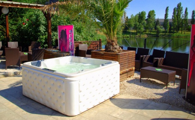 jacuzzi tropicspa sp cialiste de l 39 achat vente de spas. Black Bedroom Furniture Sets. Home Design Ideas